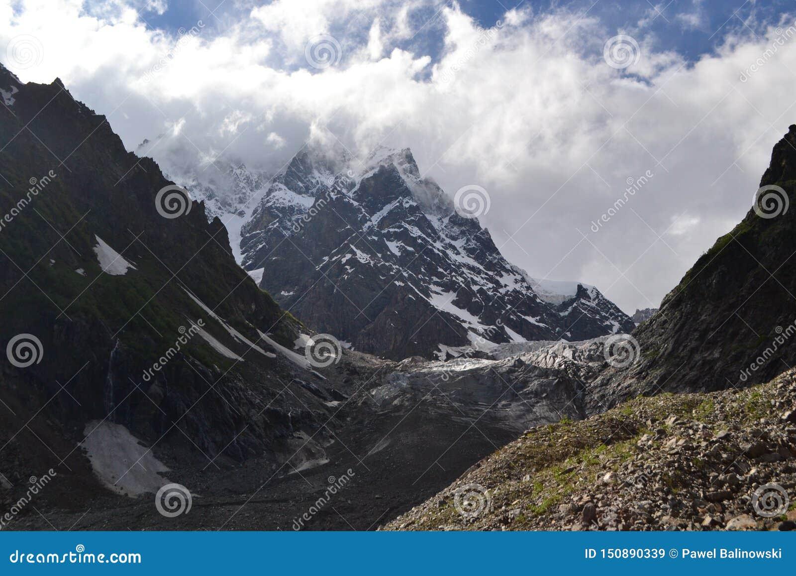 Gletsjer de Bergen in van Georgië, de Kaukasus