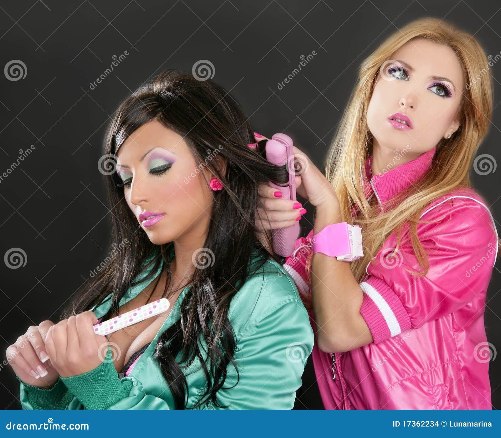 Gli anni 80 del barbie di colore rosa del ferro dei capelli del parrucchiere di modo