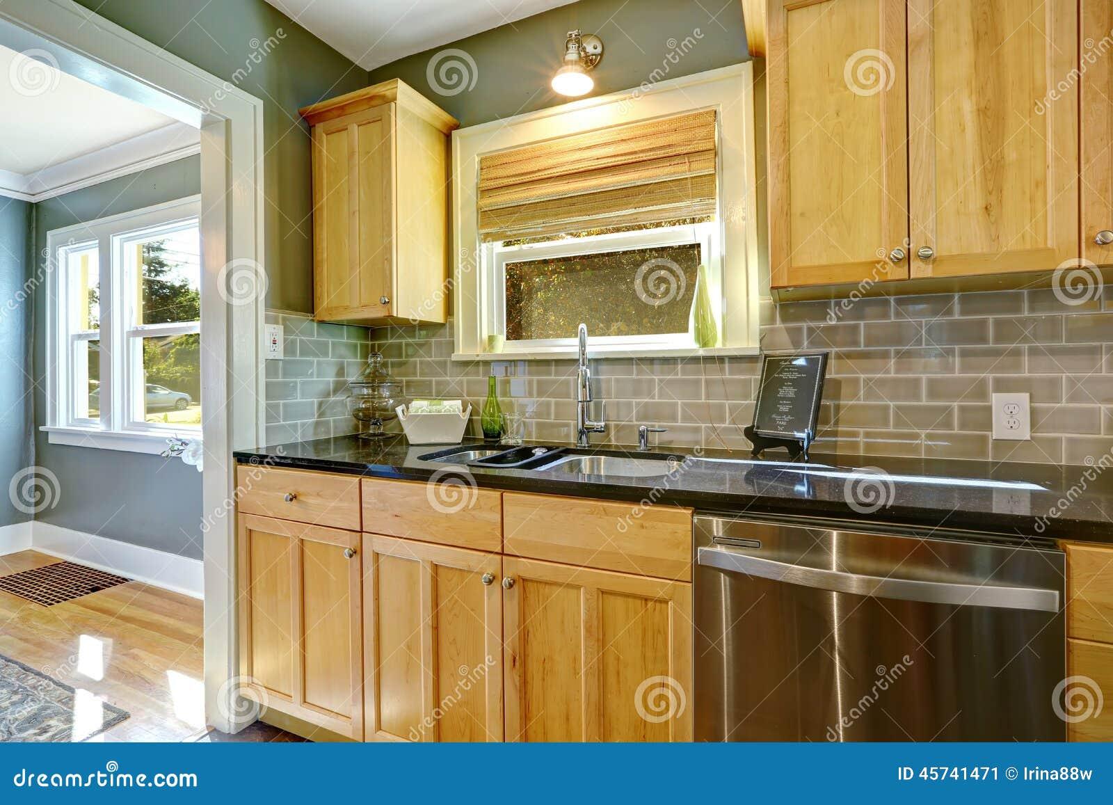 Gres porcellanato effetto legno x pareti - Armadi da cucina ...