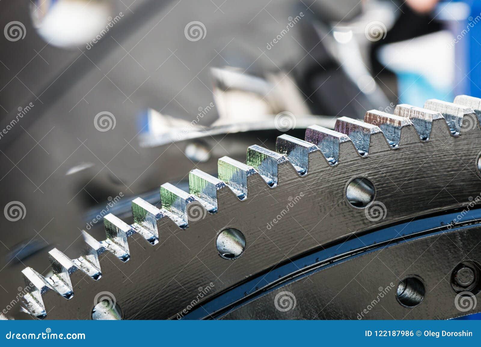 Gli ingranaggi del metallo sono parti del motore, del cambio o del rotore