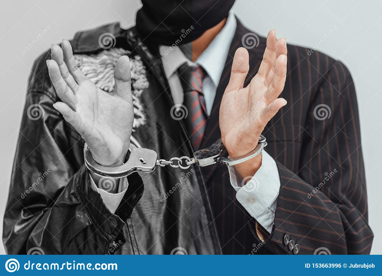Gli uomini d affari sono stati arrestati ed ammanettato stati perch? faccia l affare illegale, con fondo nero al concetto scuro d