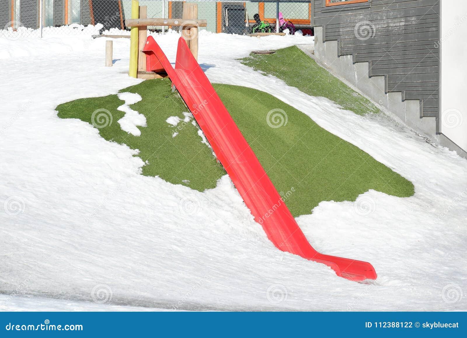 Glidarelekplats i snö