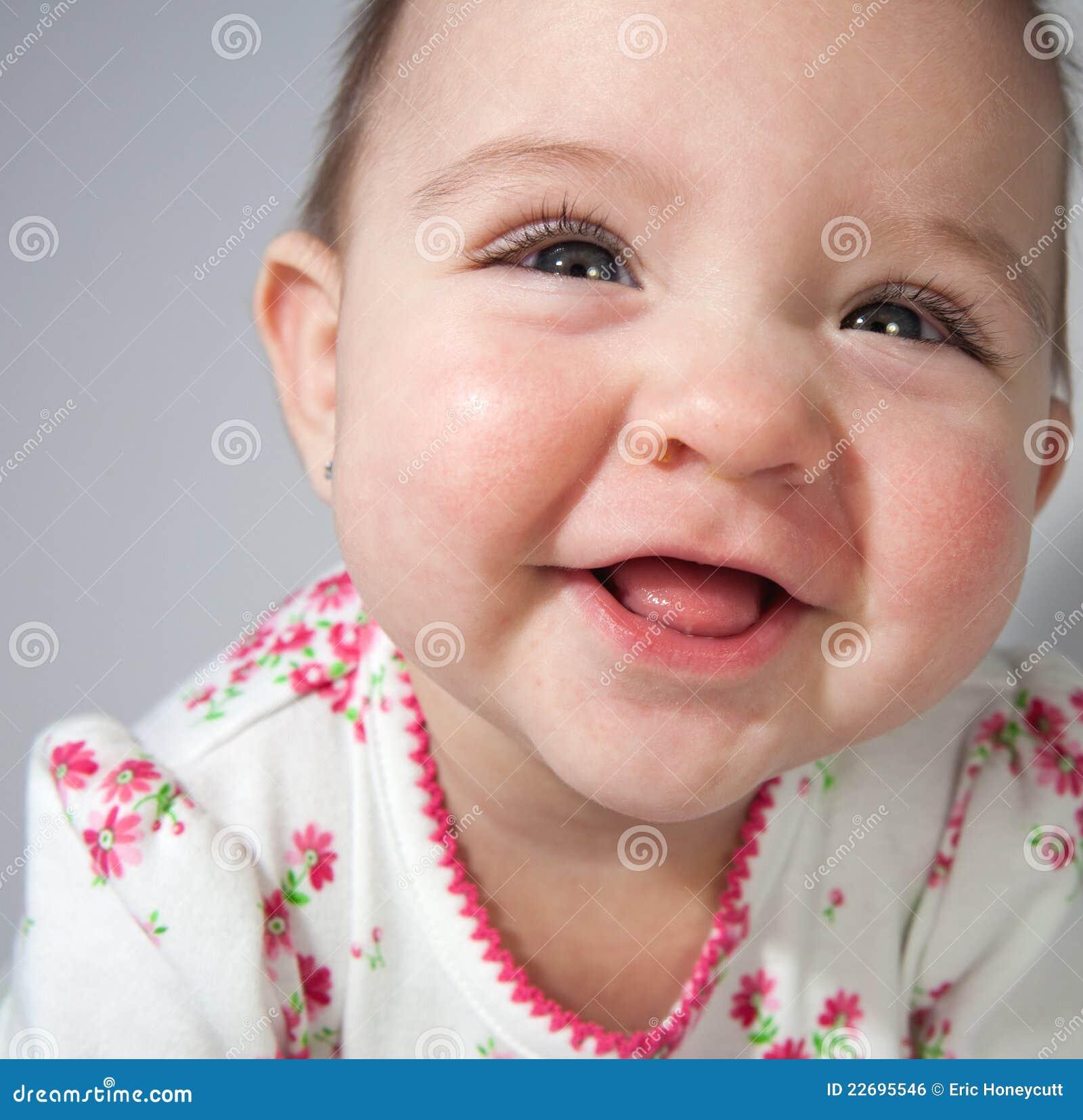 Glimlachend babymeisje