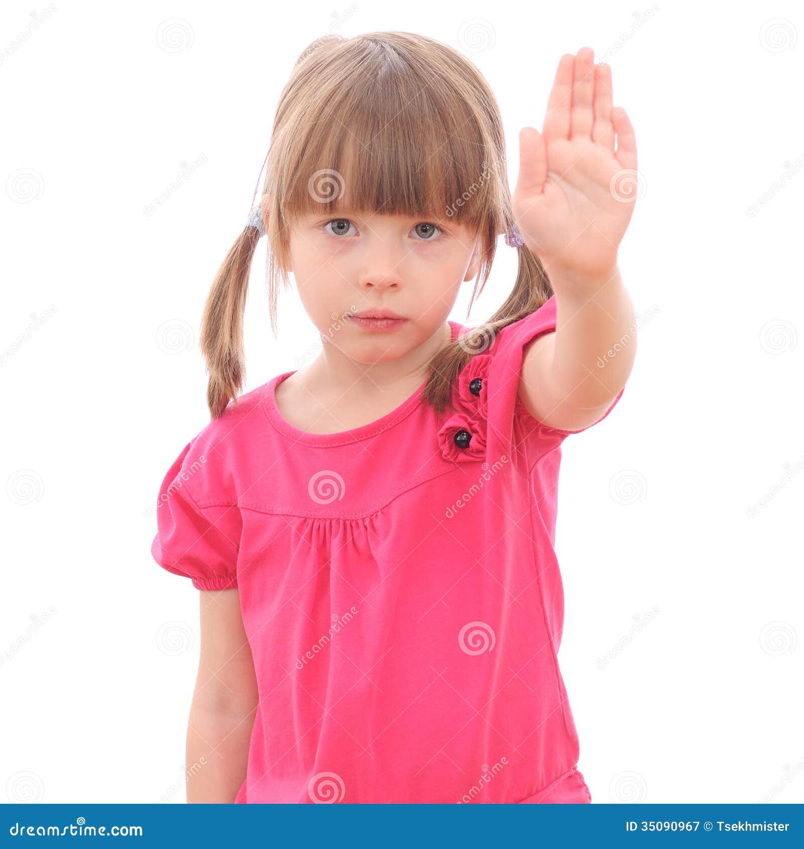 Glimlachend meisje die haar hand tonen
