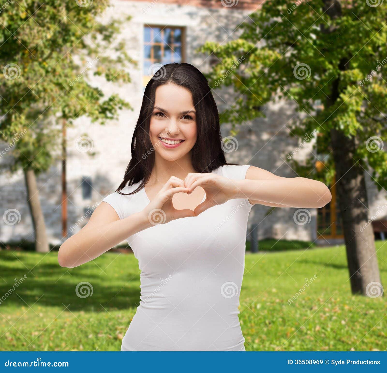 Glimlachend meisje die hart met handen tonen royalty vrije stock afbeeldingen afbeelding 36508969 - Tiener meubilair ruimte meisje ...