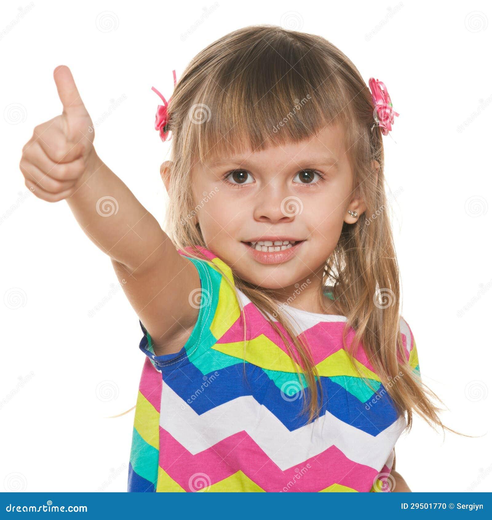 Glimlachend meisje met haar omhoog duim