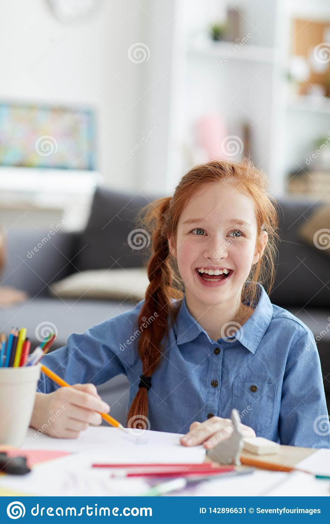 Glimlachend rood haired meisje
