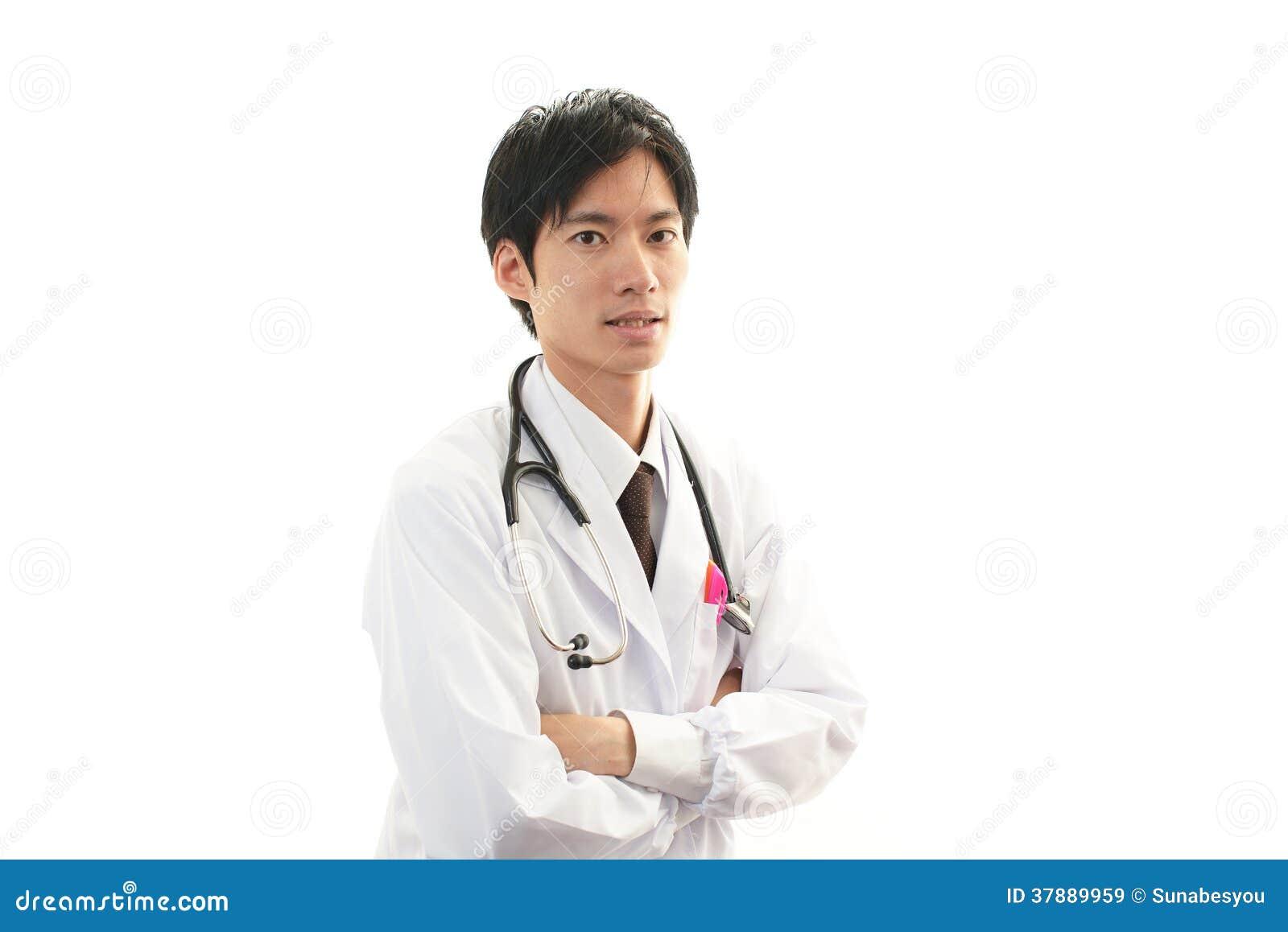 Glimlachende Aziatische medische arts