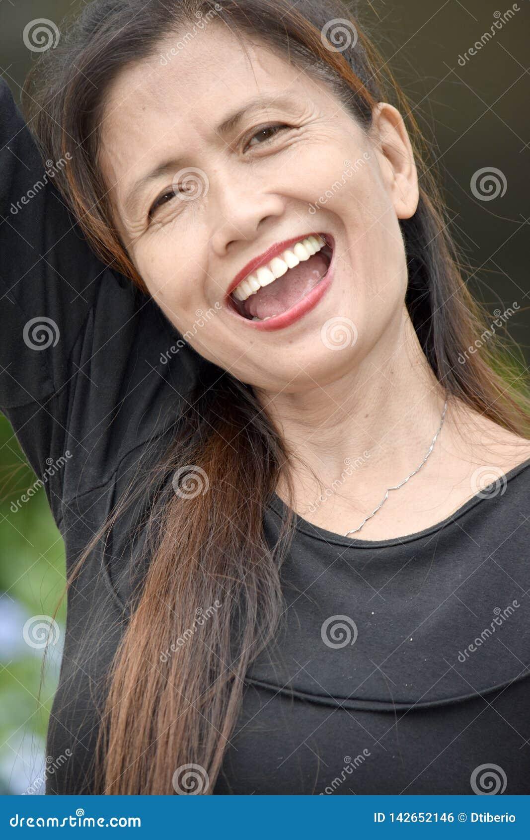 Glimlachende Aziatische Vrouwelijke Oudste