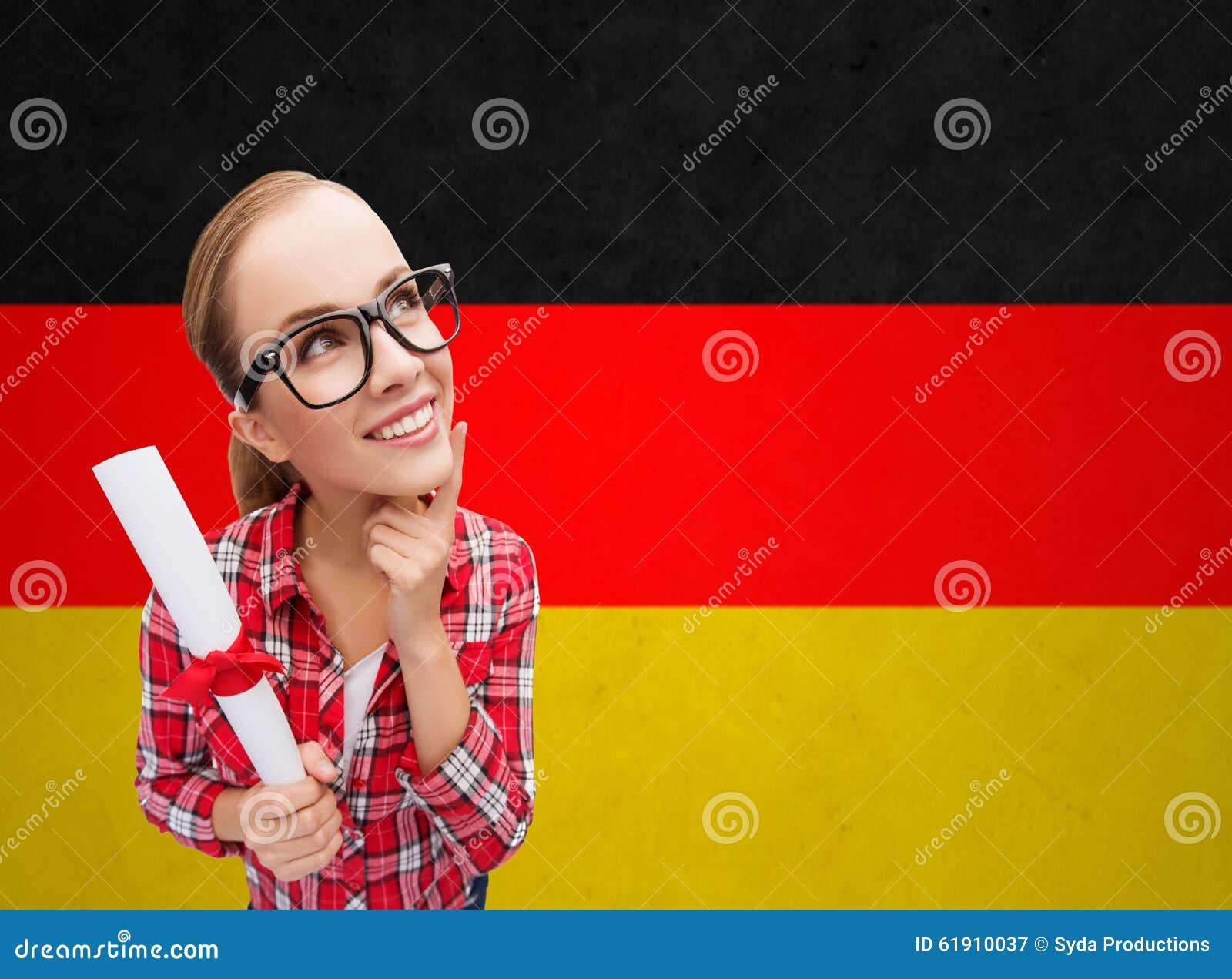 Download Glimlachende Student Met Diploma Over Duitse Vlag Stock Afbeelding    Afbeelding Bestaande Uit Grappig,