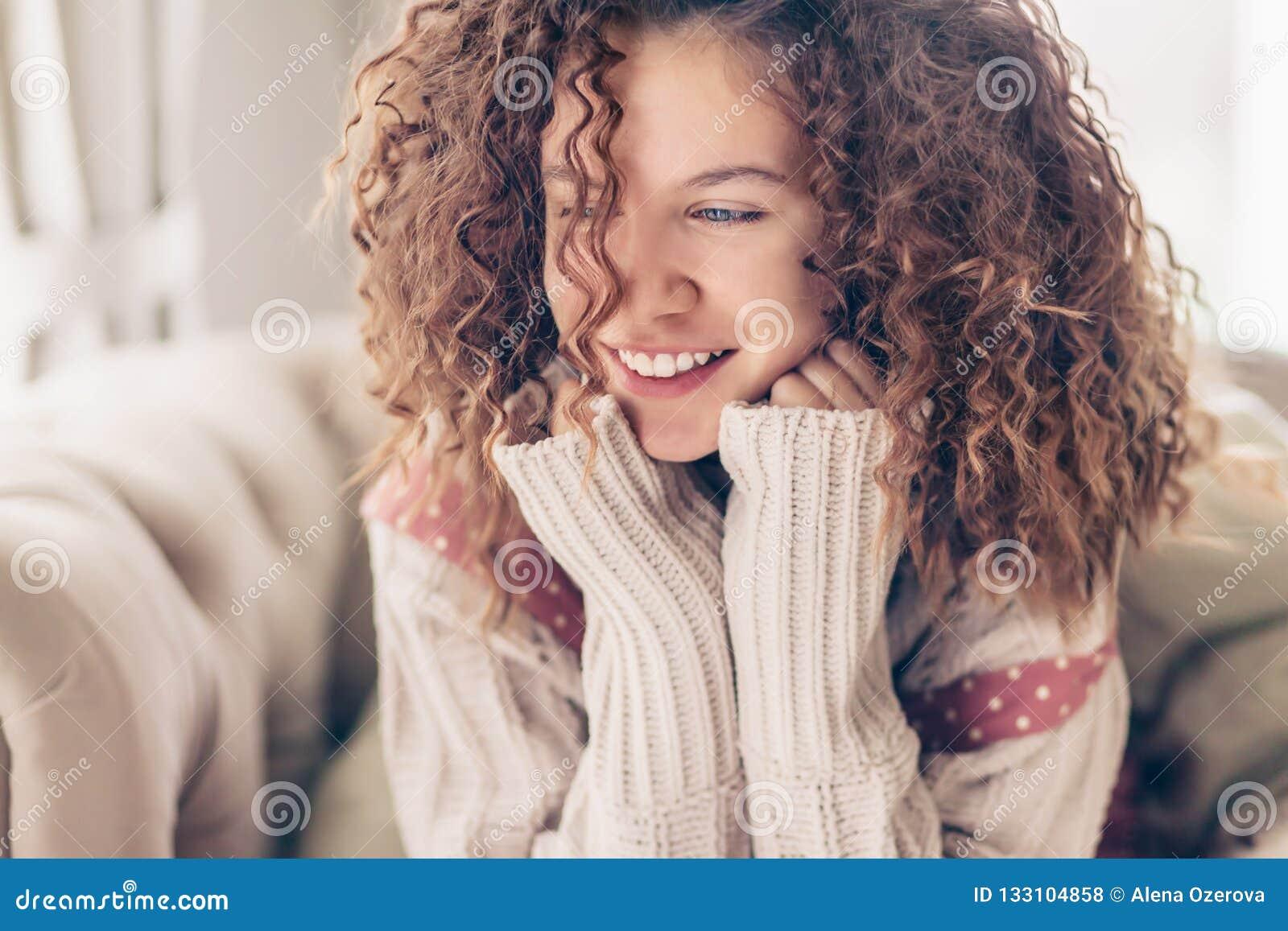 Glimlachende Tiener