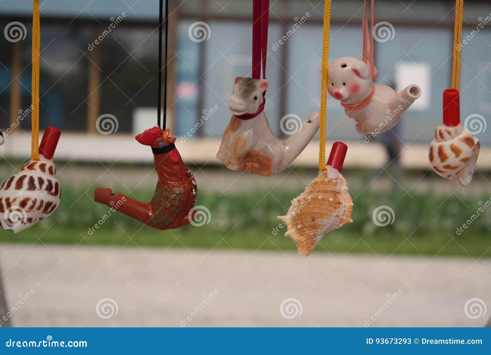Glin zabawki przy nieociosanym jarmarkiem