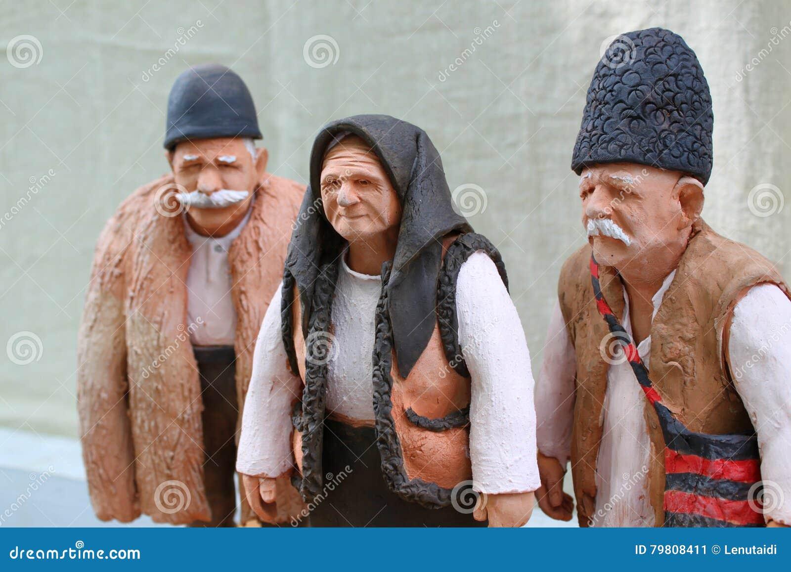 Gliniane stare postacie