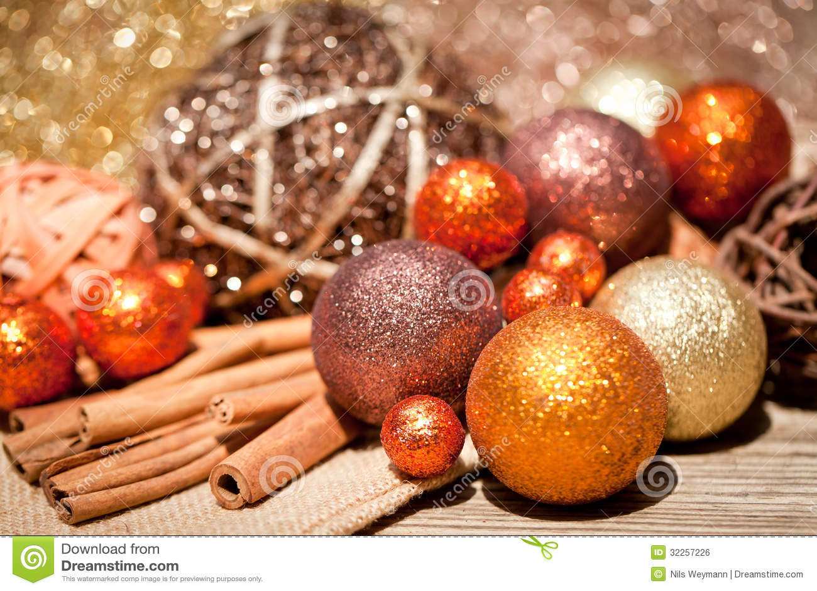 decoration noel orange Glittering Christmas Decoration In Orange And Brown Natural Wood  decoration noel orange