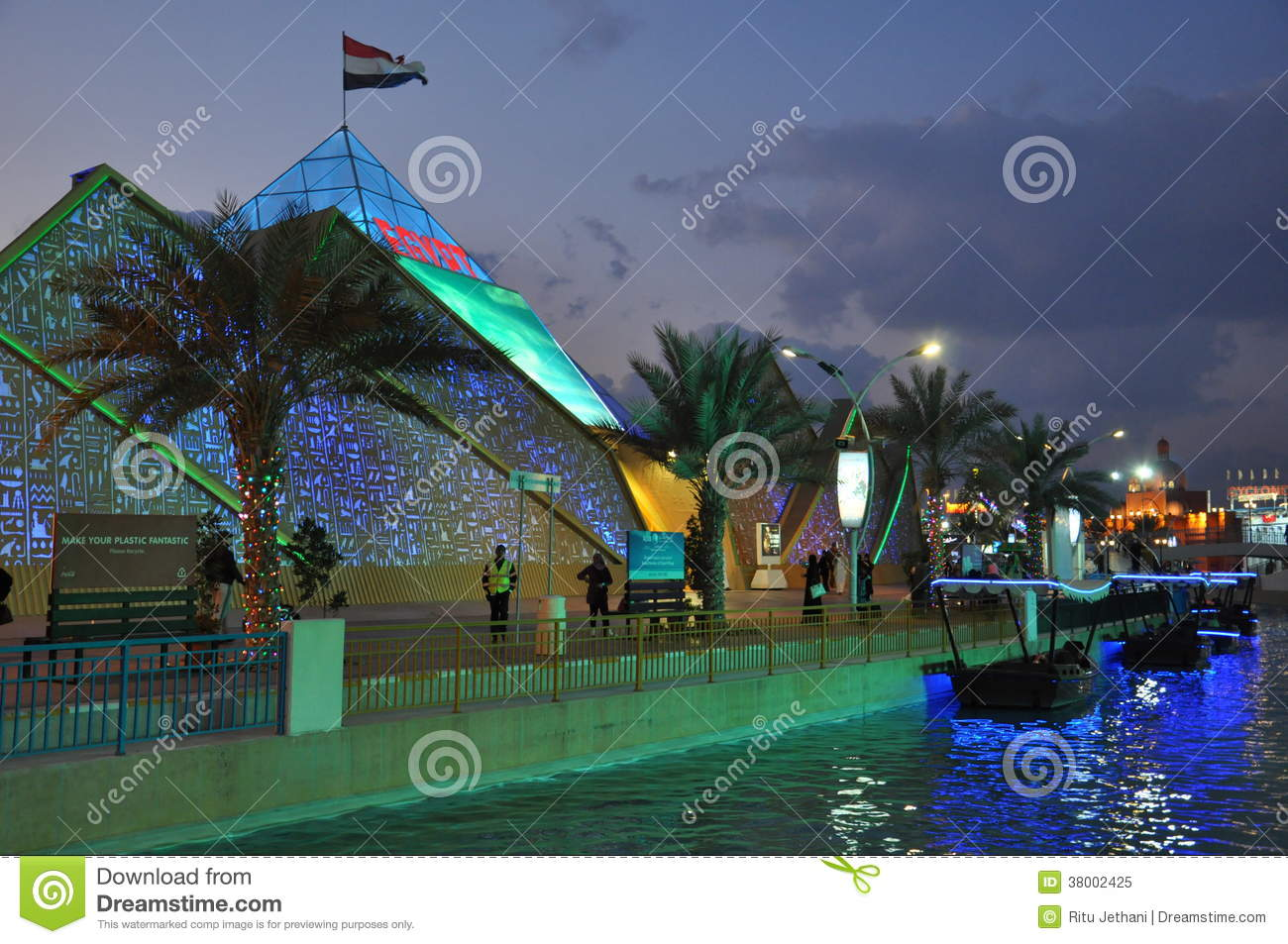 Dealers Of Clothes In Dubai Mail: Old Traditional Clothes In United Arab Emirates UAE Vector