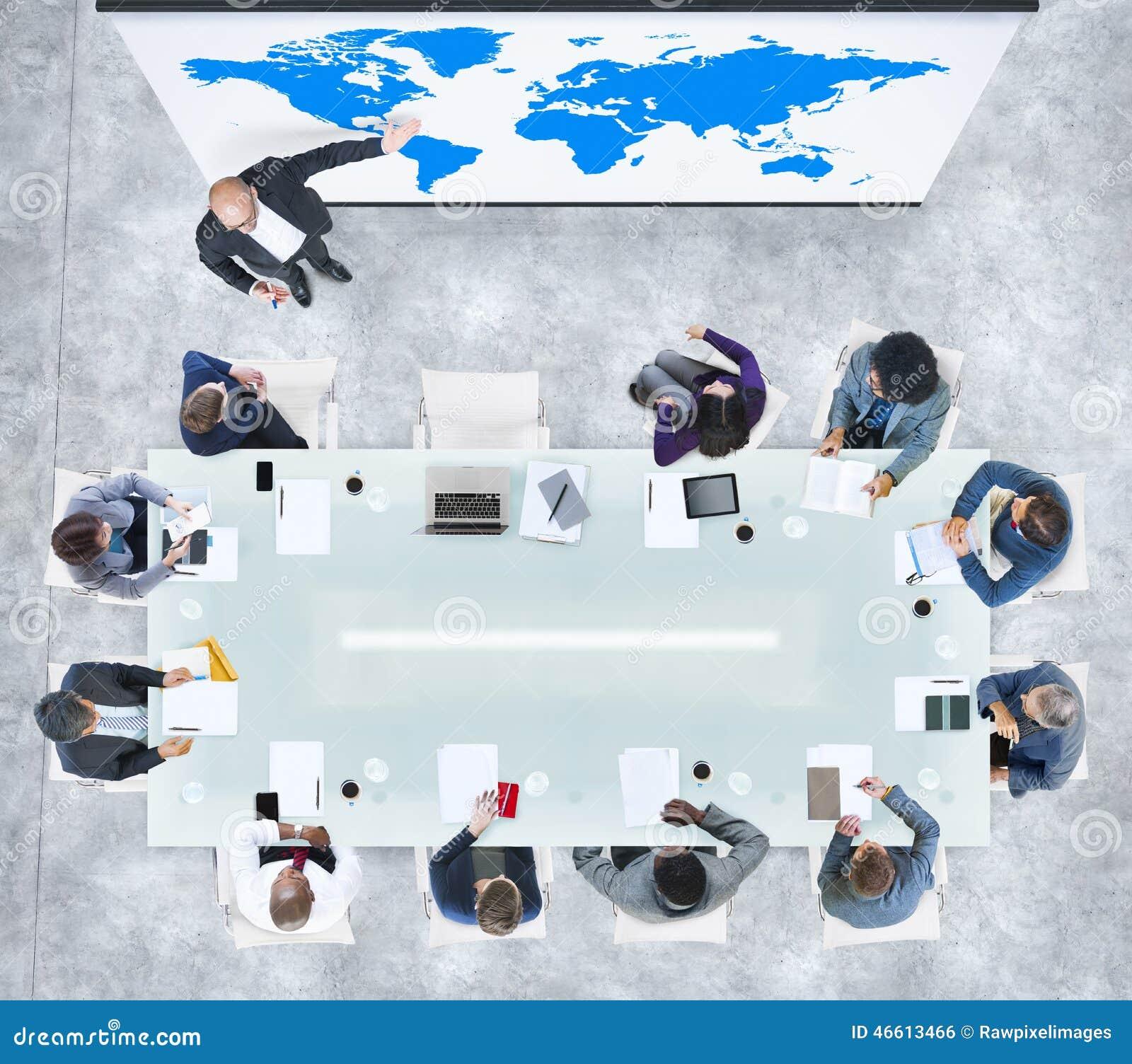 Globale Bedrijfspresentatie in een Eigentijds Bureau