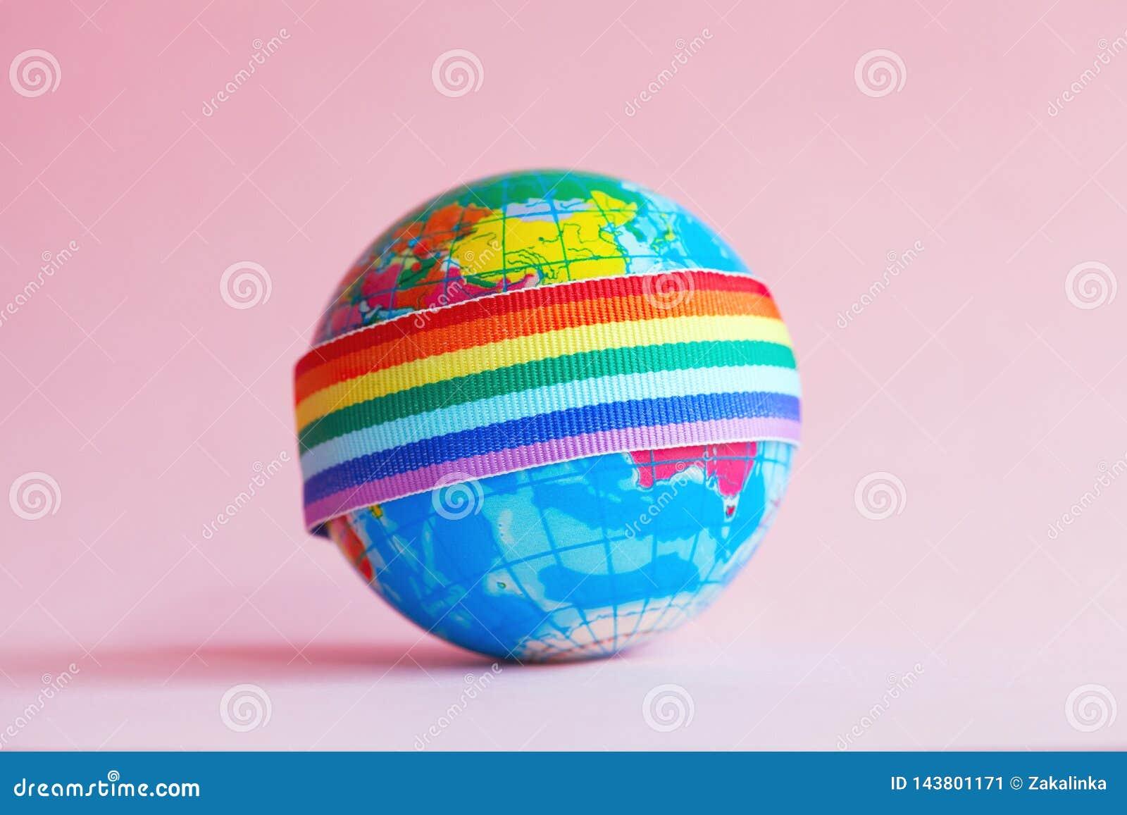 Globe avec le ruban d arc-en-ciel de LGBT
