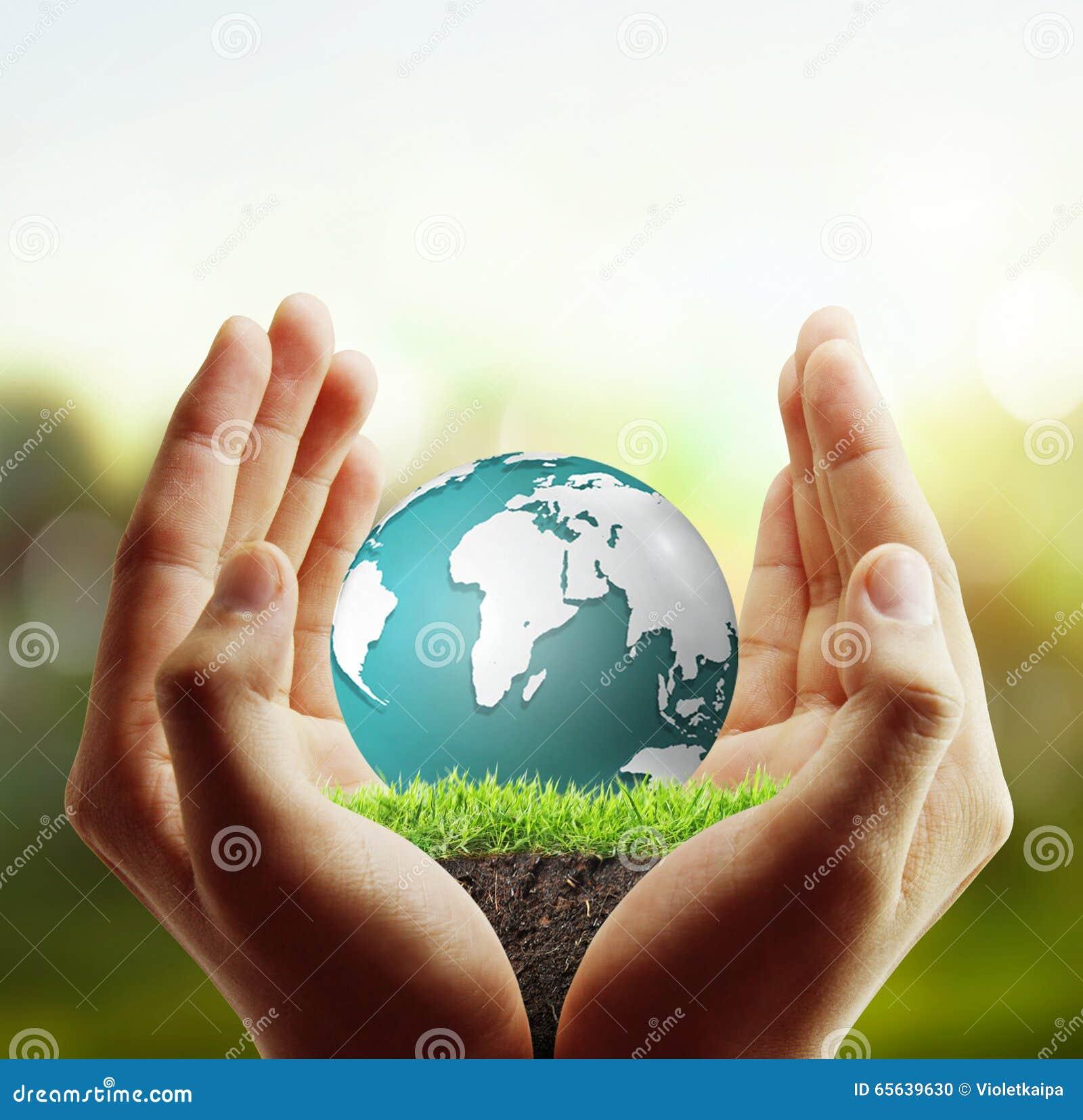 Globe, la terre dans la main humaine