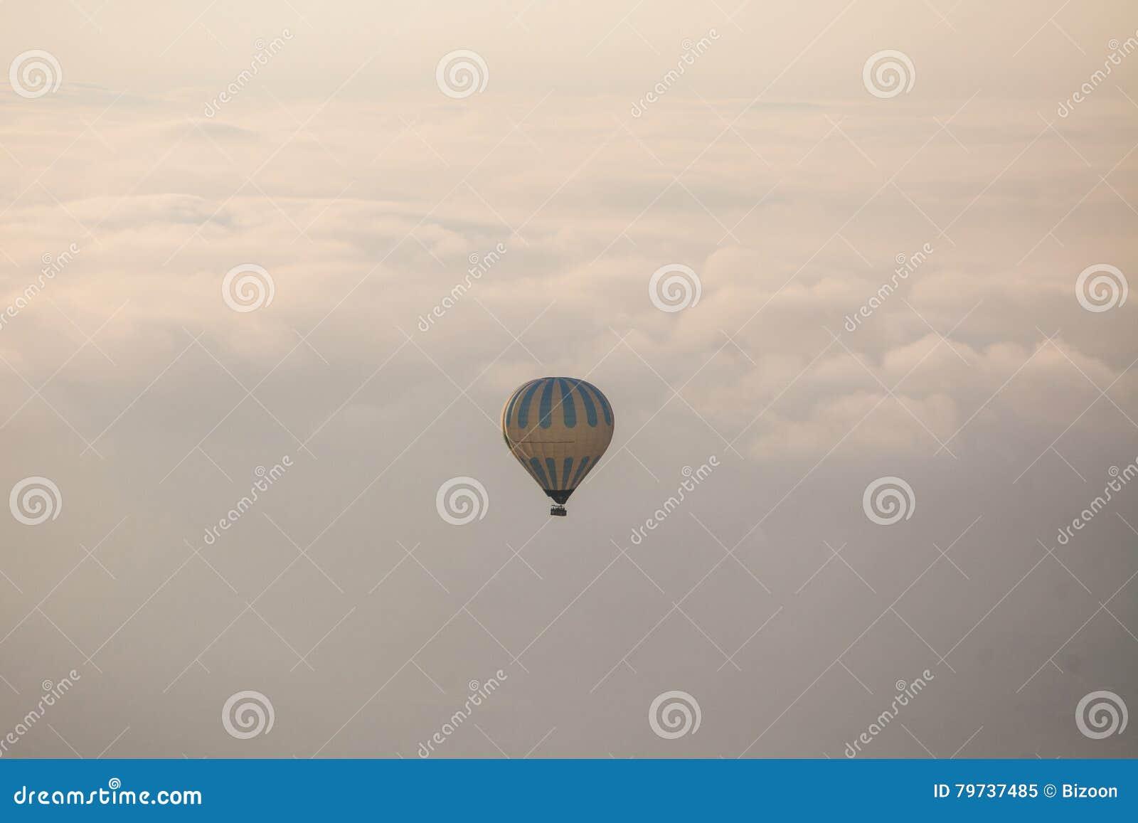 Globo del aire caliente en Cappadocia