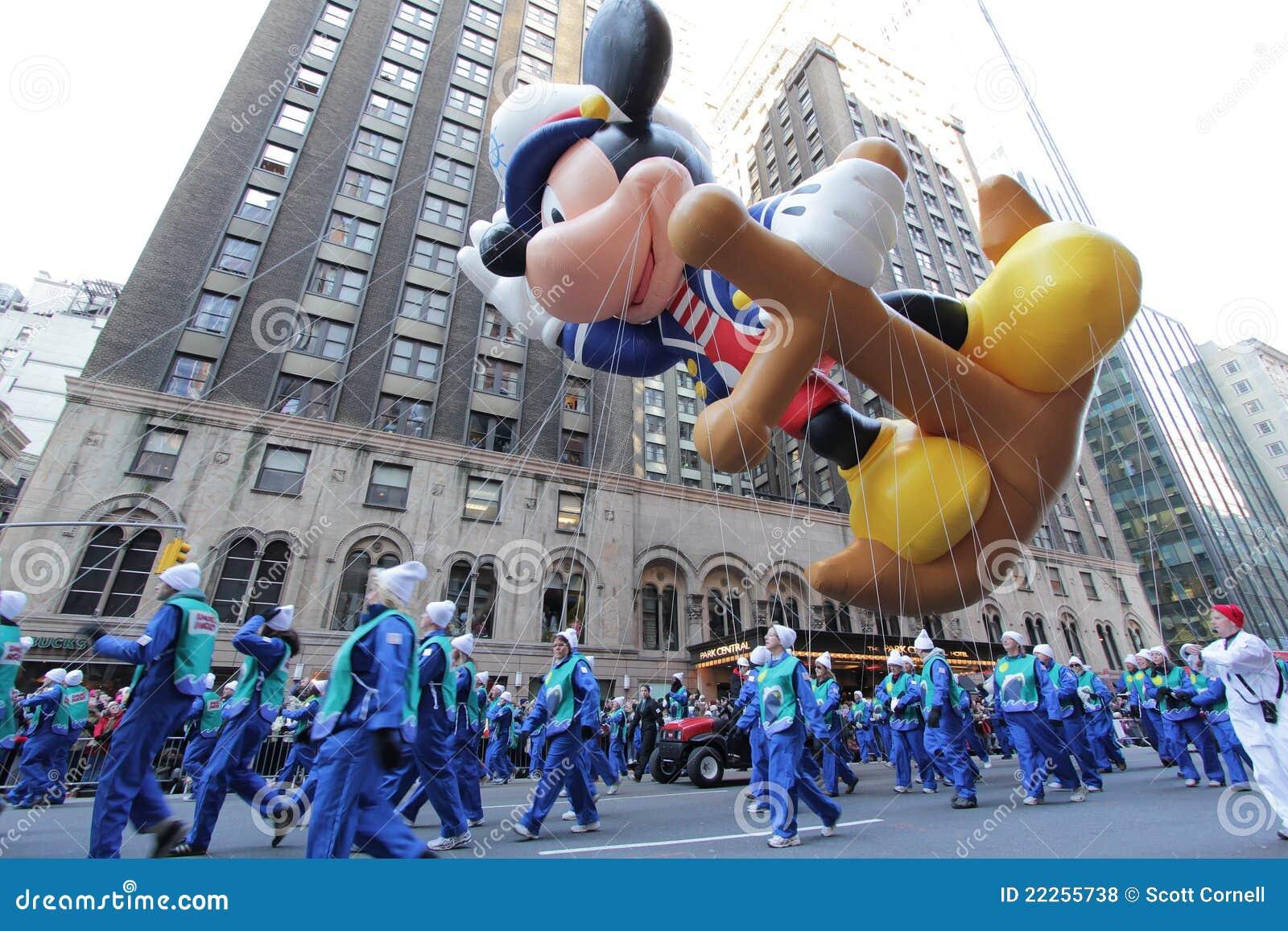 Globo Del Ratón De Mickey Del Marinero En El Desfile De Macy Foto de ...