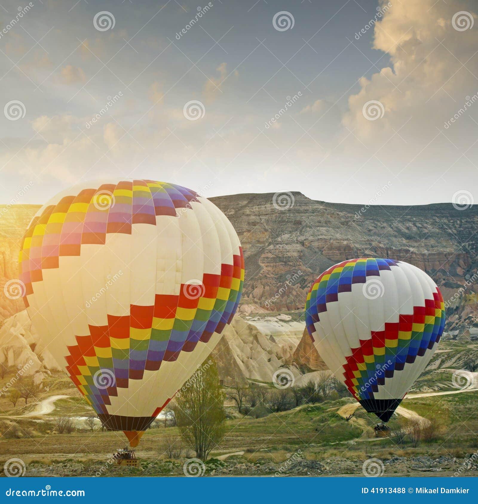 Globo en Cappadocia, Turquía del aire caliente