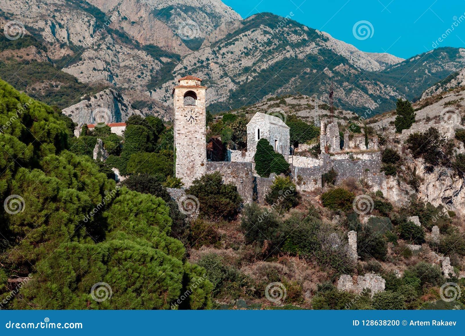 Glockenturm in der Stari-Absolvent-alten Stadt