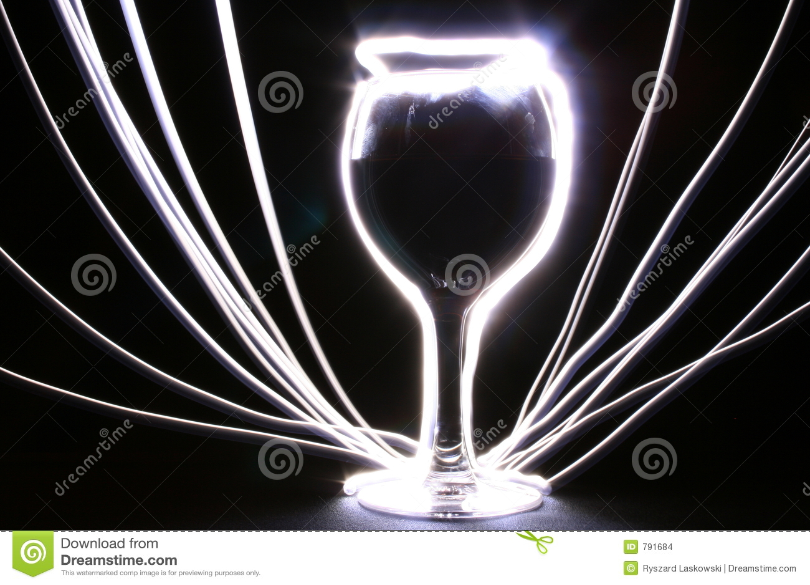 Gloeiende drinkbeker met stralen