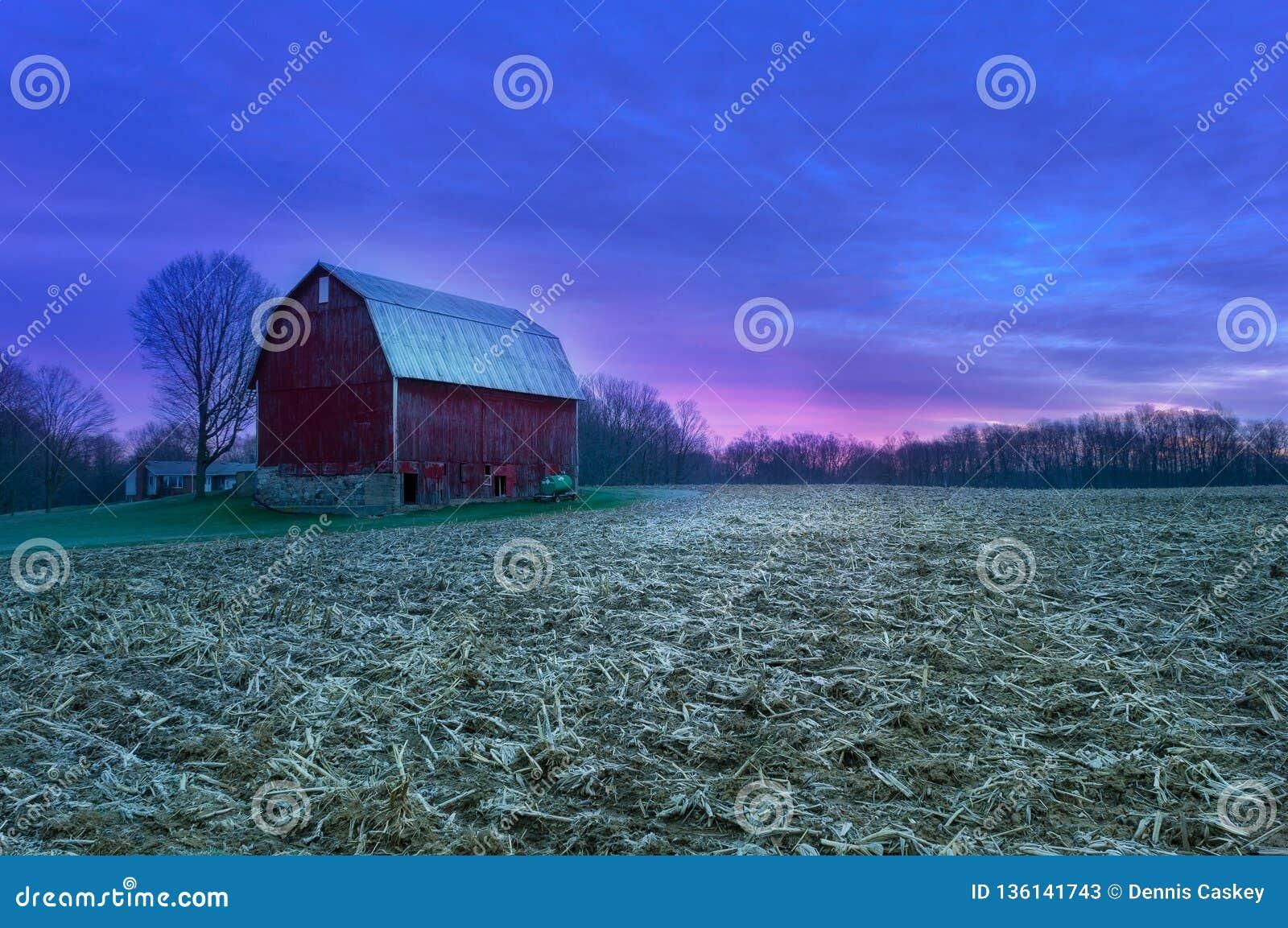 Gloria di Pre-alba sull azienda agricola