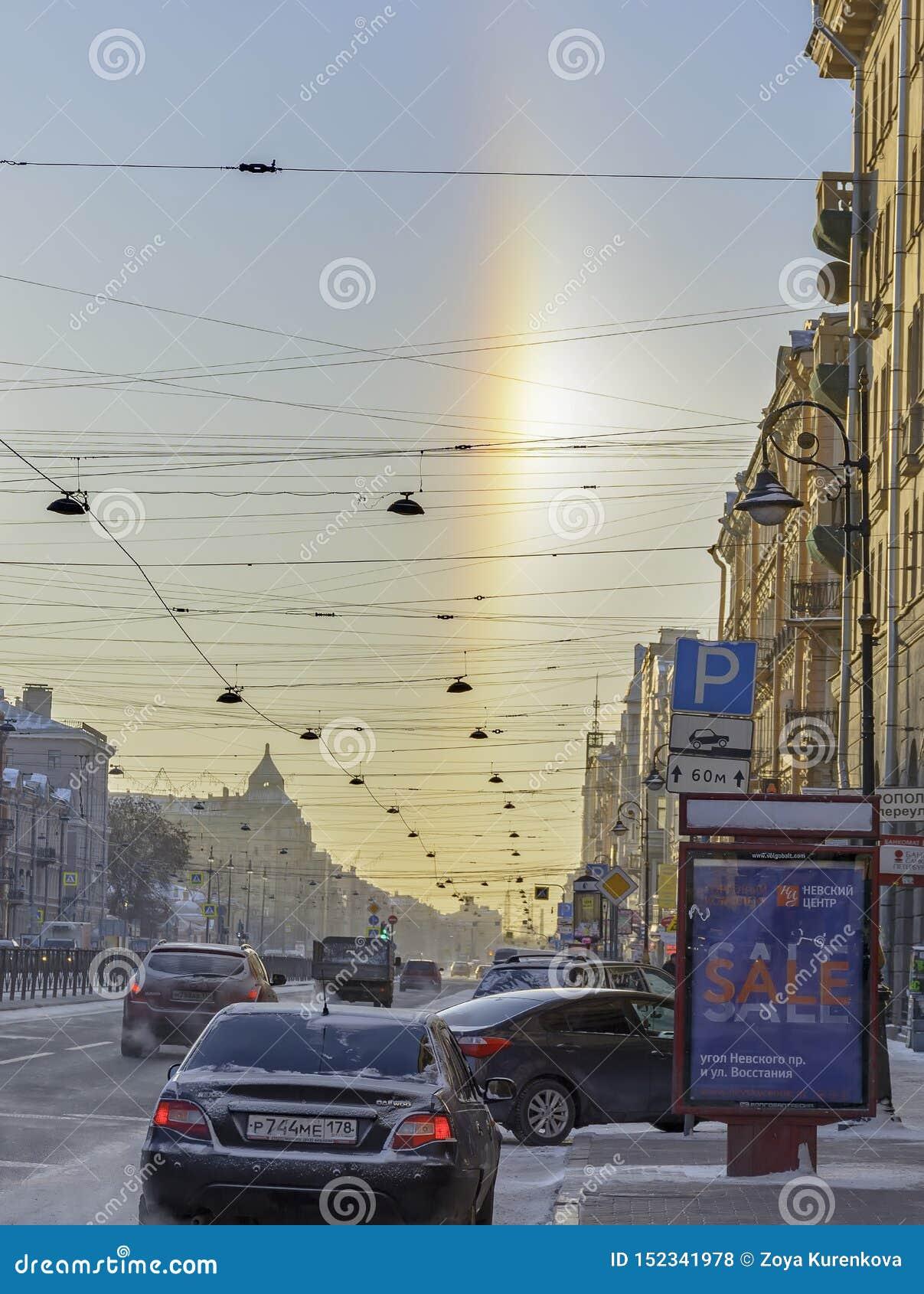Gloria för naturligt fenomen som är synlig på gatorna på en frostig dag Januari 5, 2017