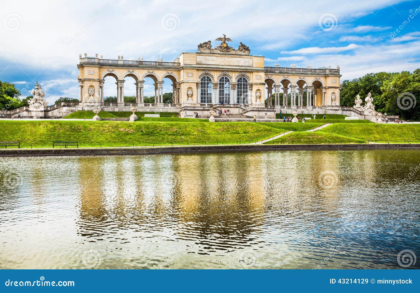 Gloriette famoso al palazzo ed ai giardini di Schonbrunn a Vienna, Austria