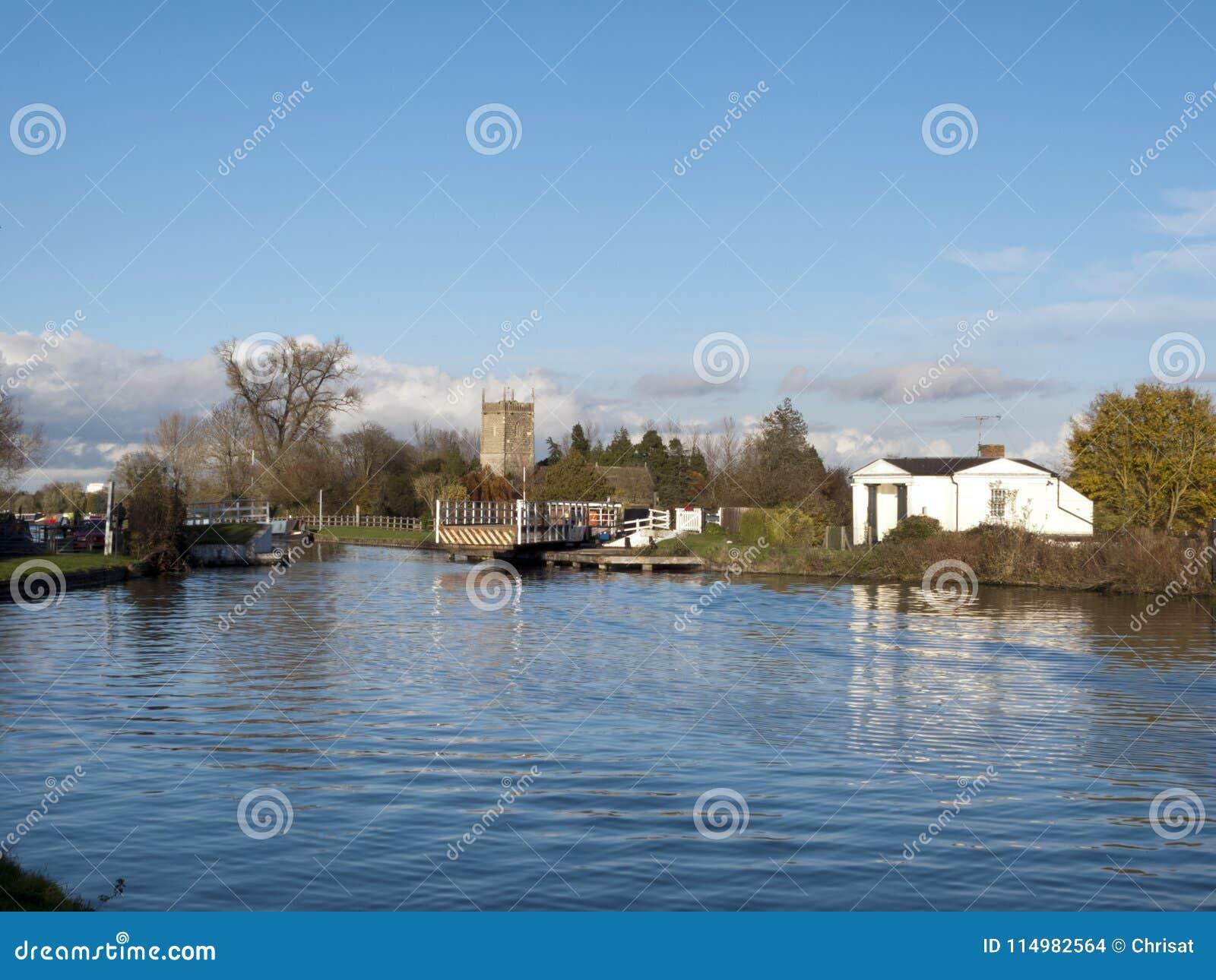 Gloucester y canal de la agudeza cerca Frampton-en-Severn, Gloucestershire, Reino Unido