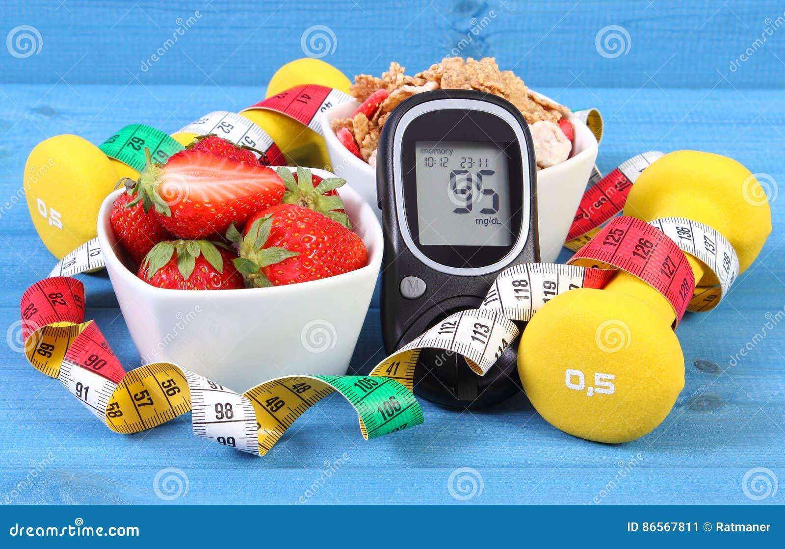 Glucometer avec le niveau de sucre, la nourriture saine, les haltères et le mode de vie de centimètre, de diabète, sain et sporti