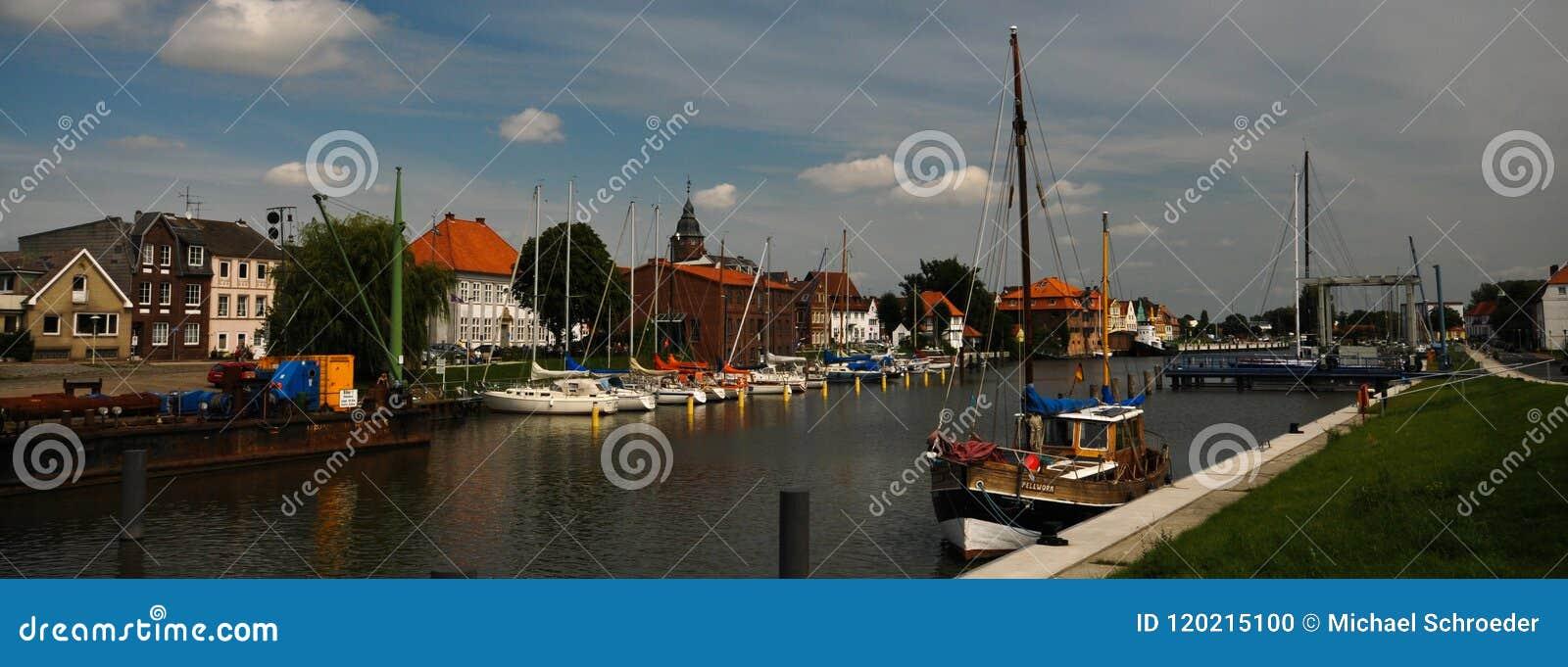 Glueckstadt germnay, porto histórico velho com embarcações velhas