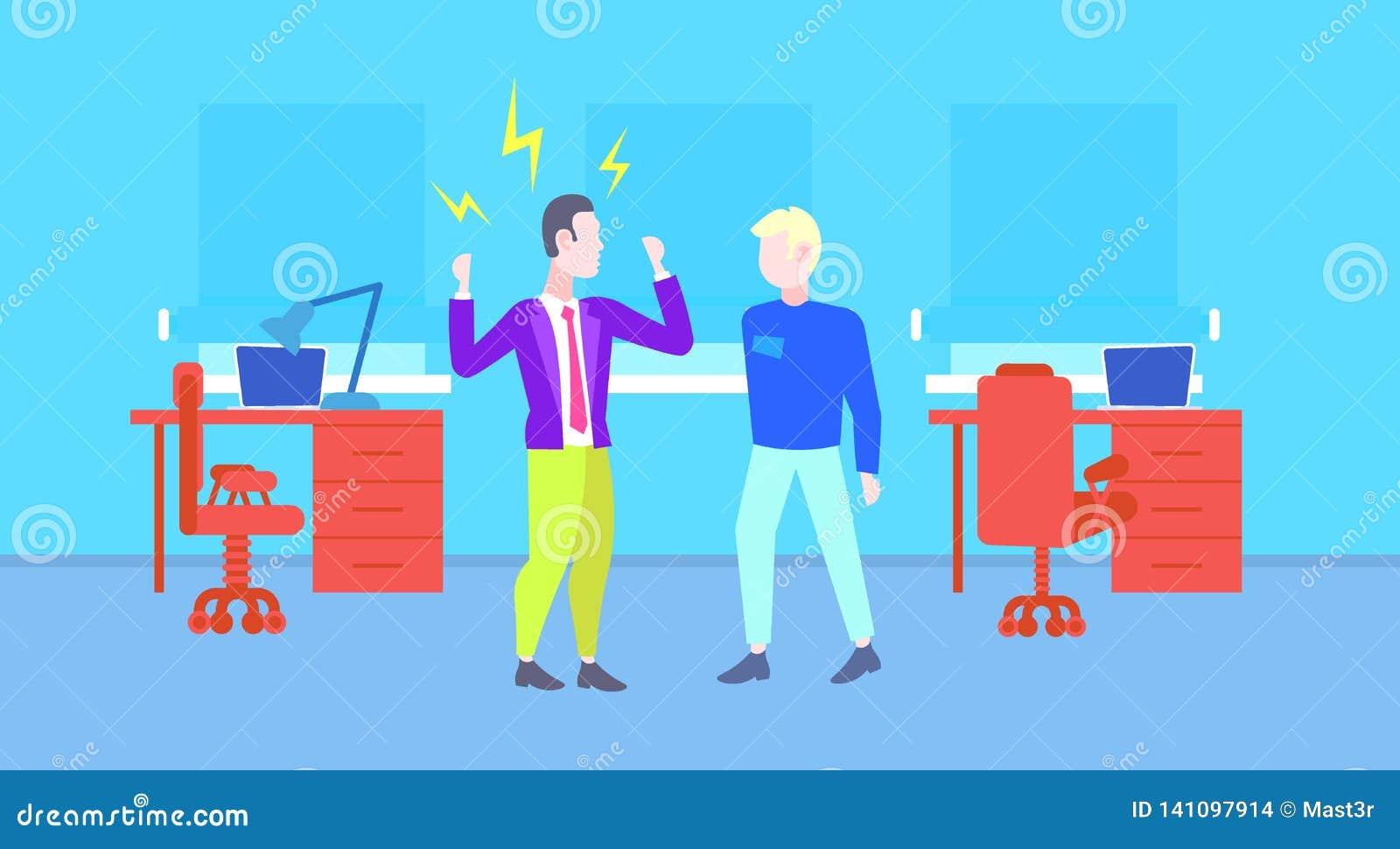Gniewny szef krzyczy przy pracownika mężczyzny reprymendą pracodawca pracownika akcydensowego pojęcia zła nowożytna biurowa wewnę