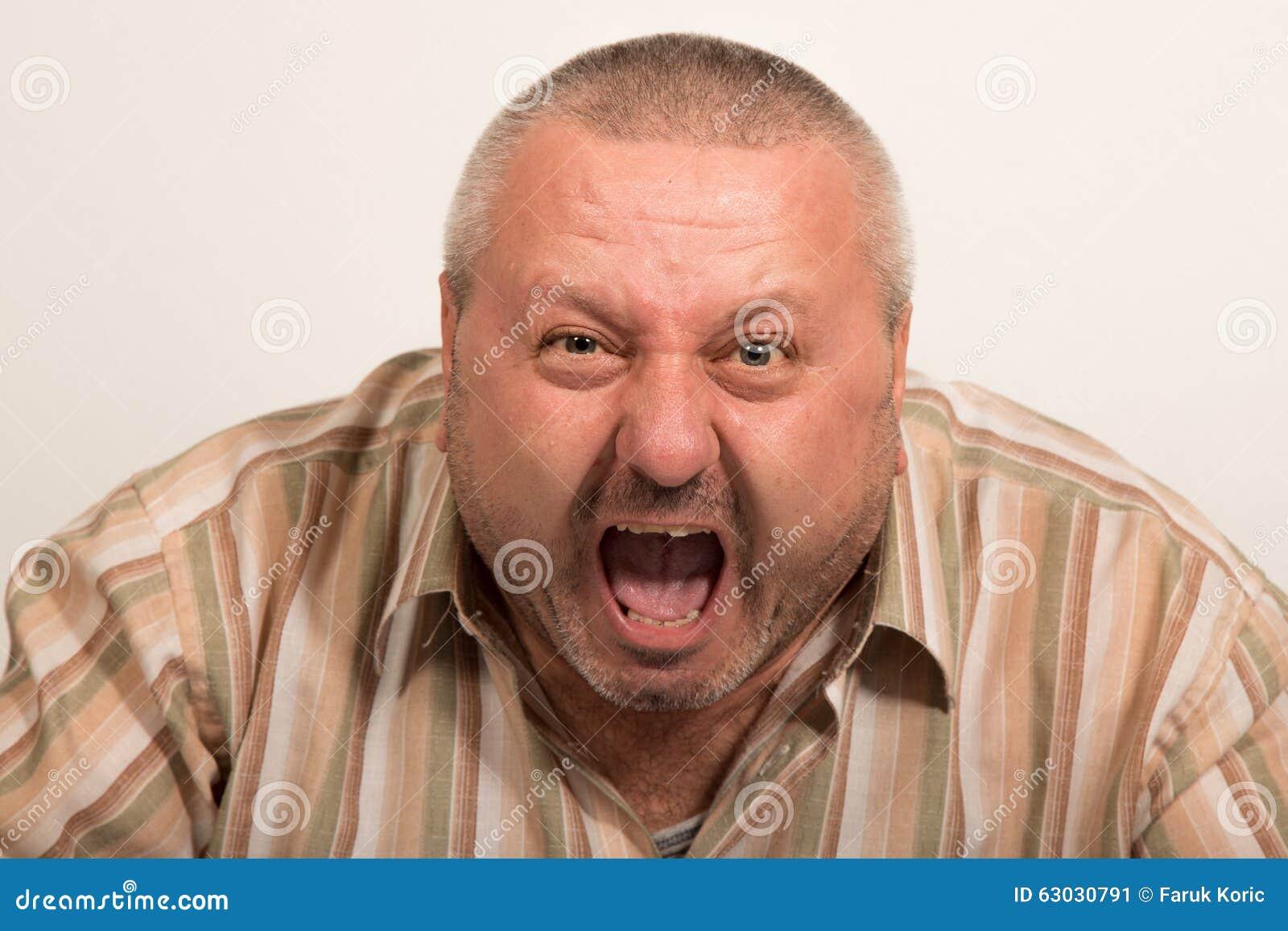 Gniewny TARGET139_0_ Mężczyzna