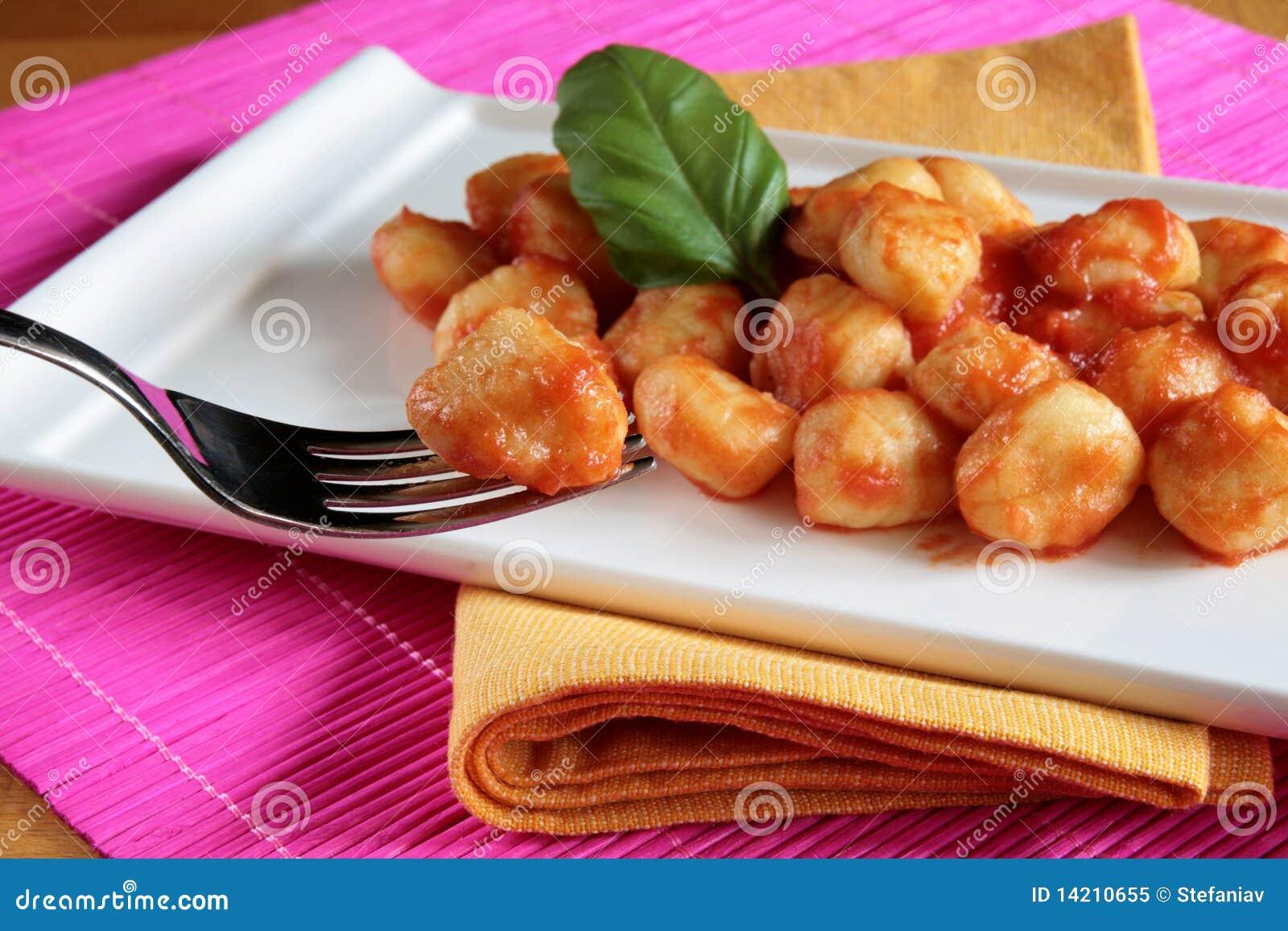 Gnocchi de la salsa de tomate
