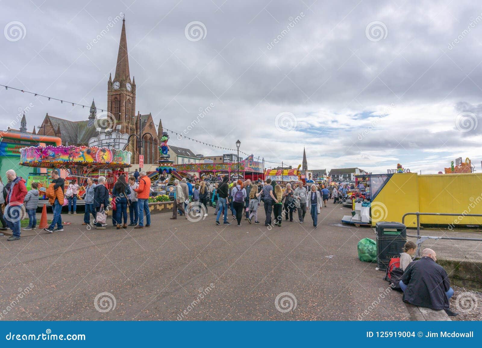 Goście cieszy się Largs jedzenie & Viking festiwal