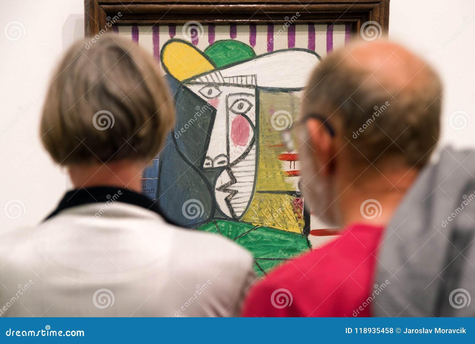 Goście patrzeje Pablo Picasso obraz