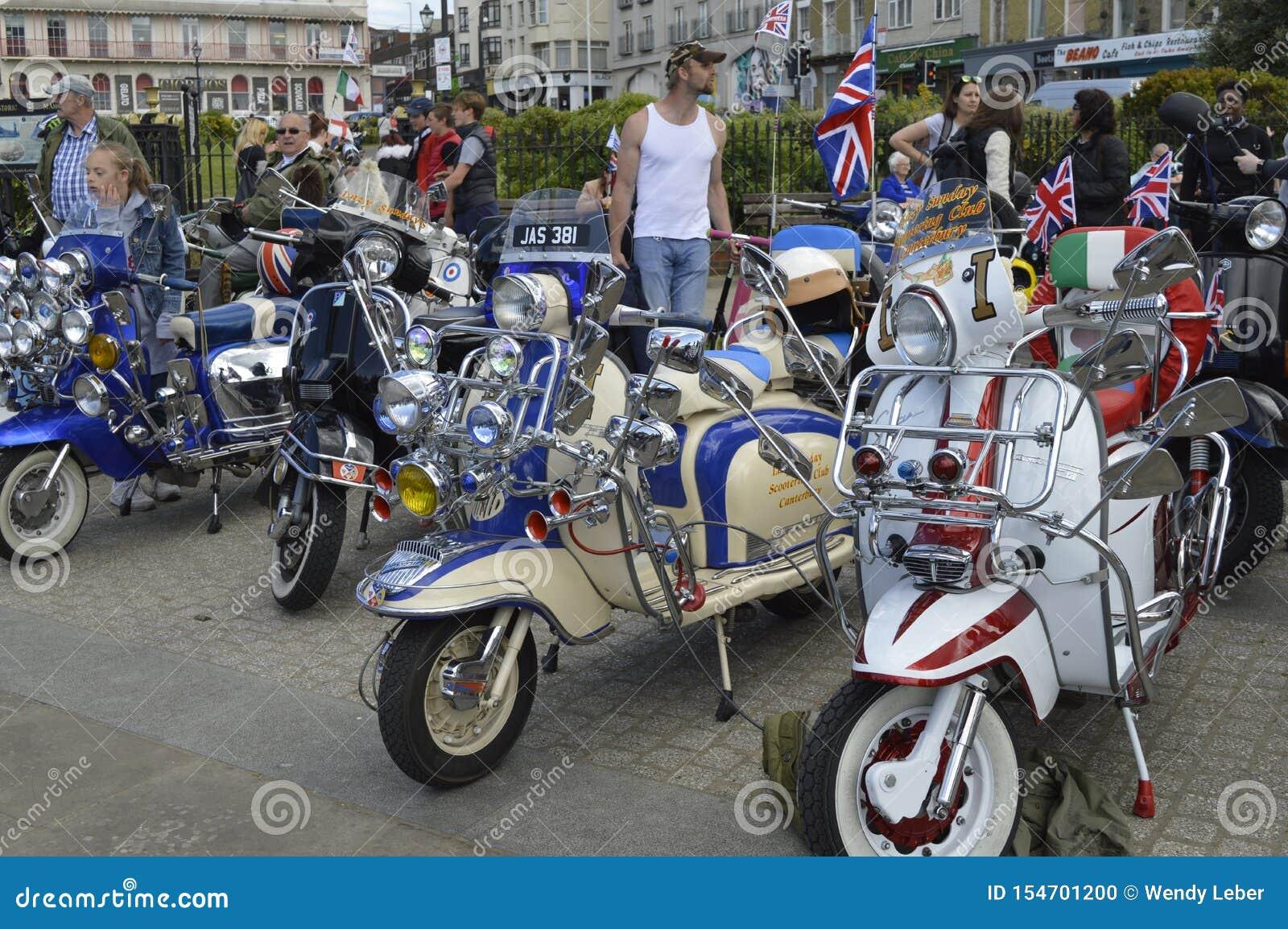 Goście podziwiają motocykle przy Margate topnienia roweru roczną przejażdżką