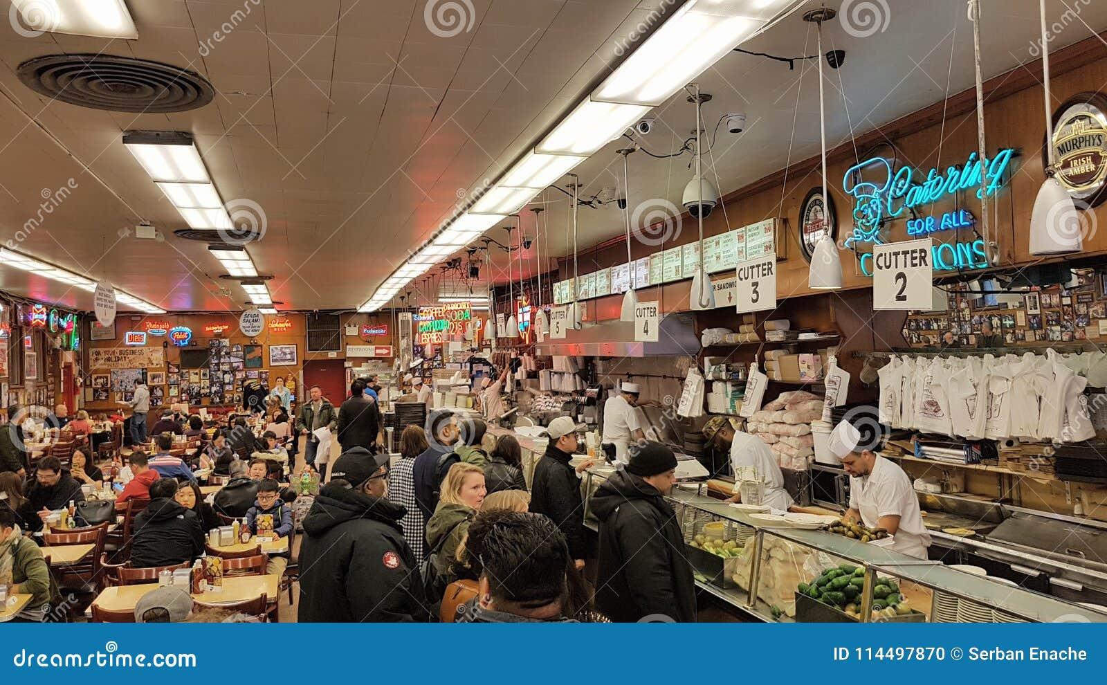 Goście restauracji przy Katz delikatesami, Miasto Nowy Jork, NY