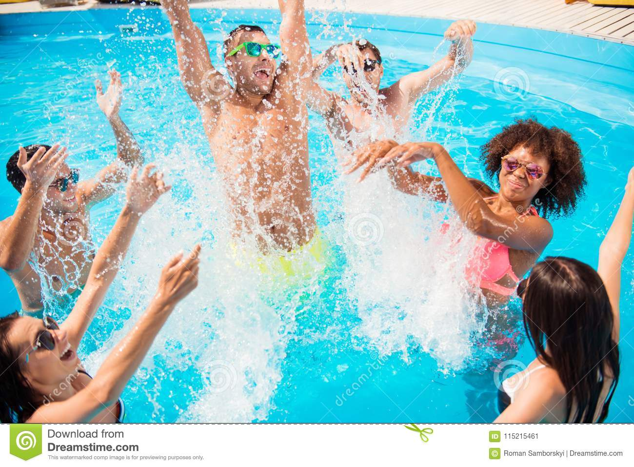 Go Crazy In The Water! Splitting And Go Insane! Crazy
