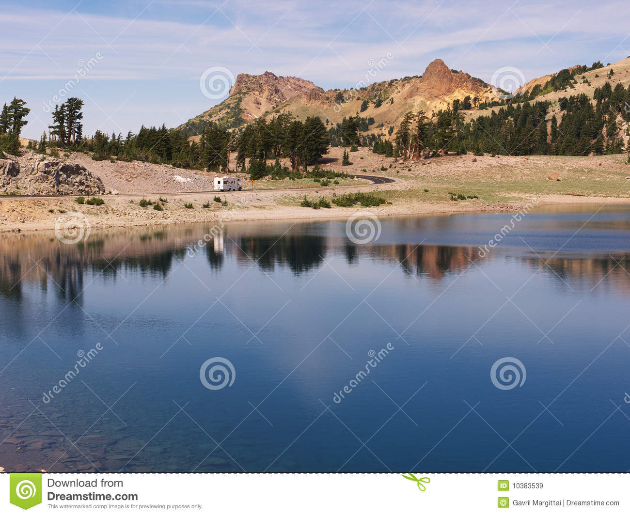 Go Rv Ing Lake And Rv Landscape Royalty Free Stock Images