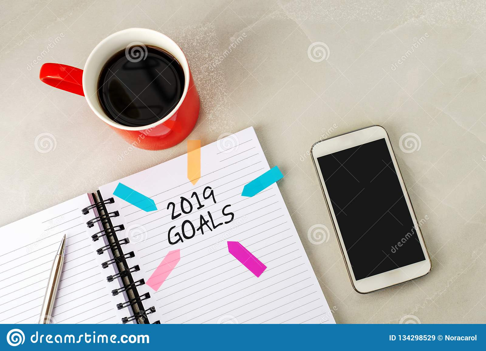 2019 goals text on note pad