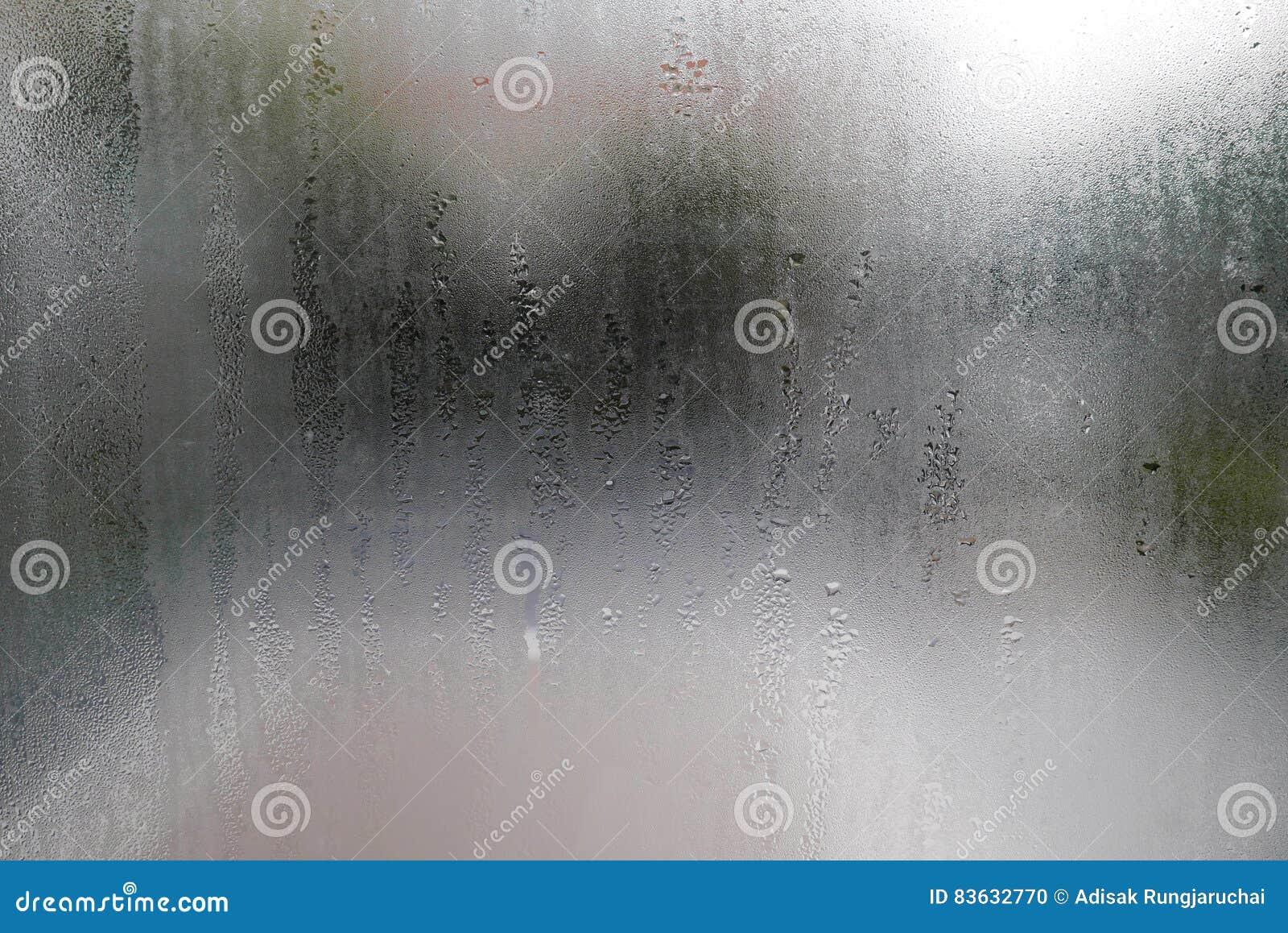 Goccia di acqua sulle finestre di vetro