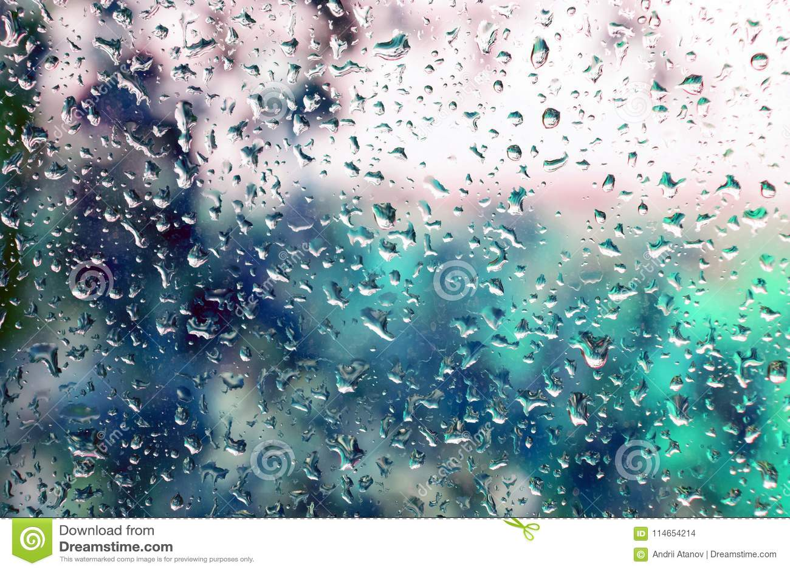 Goccioline di pioggia su una finestra
