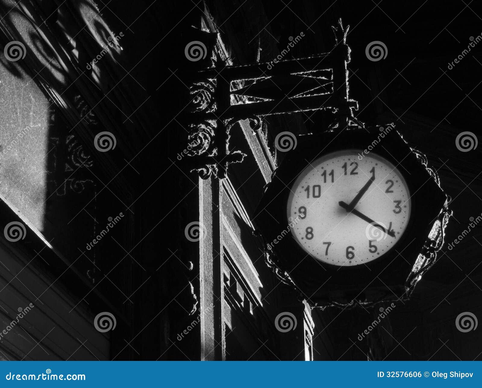Gocki tło z zegarem