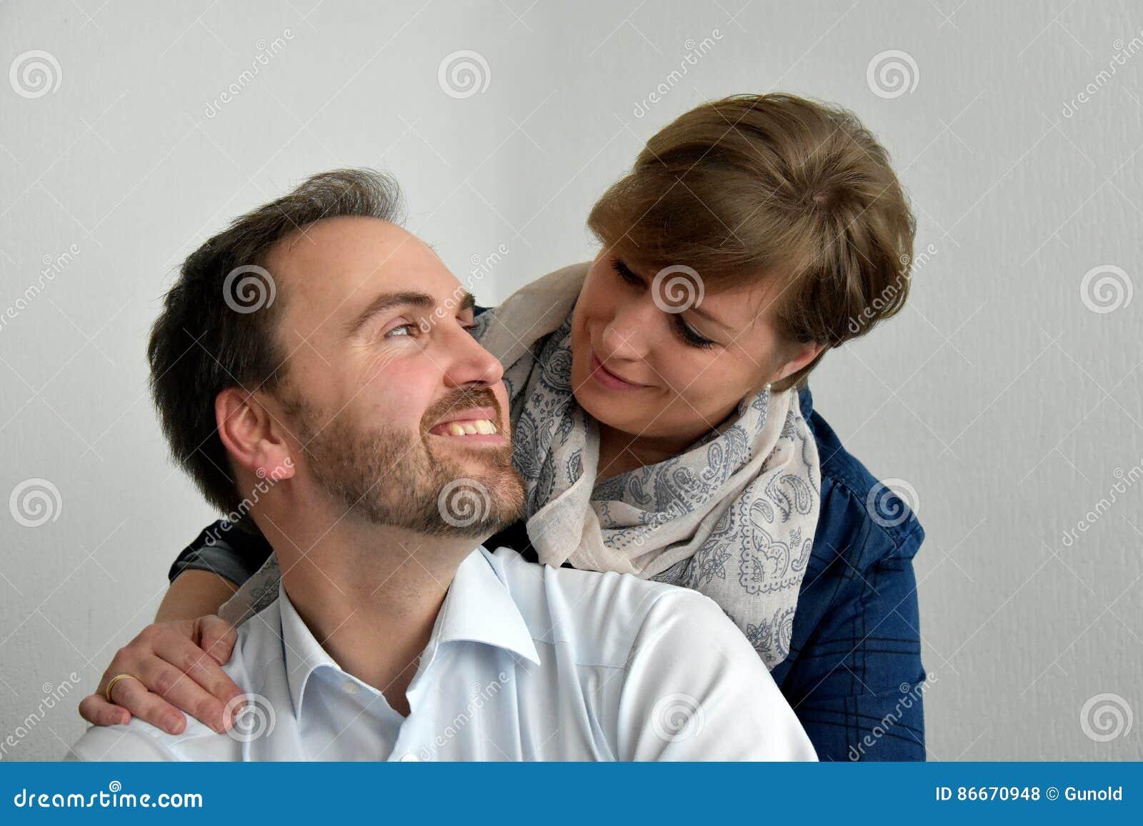 Goda som ser älska par