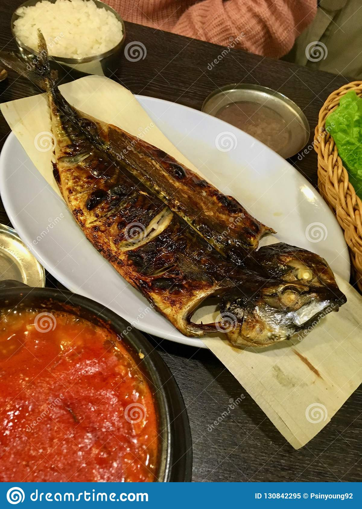 Godeungeo gui - piec na grillu koreański skumbriowy naczynie