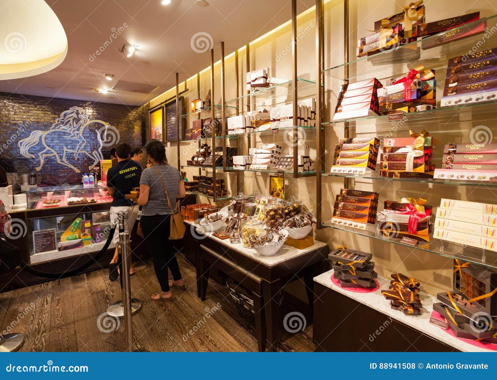 Godiva Chocolate Store Fifth Avenue In Manhattan Editorial Stock ...