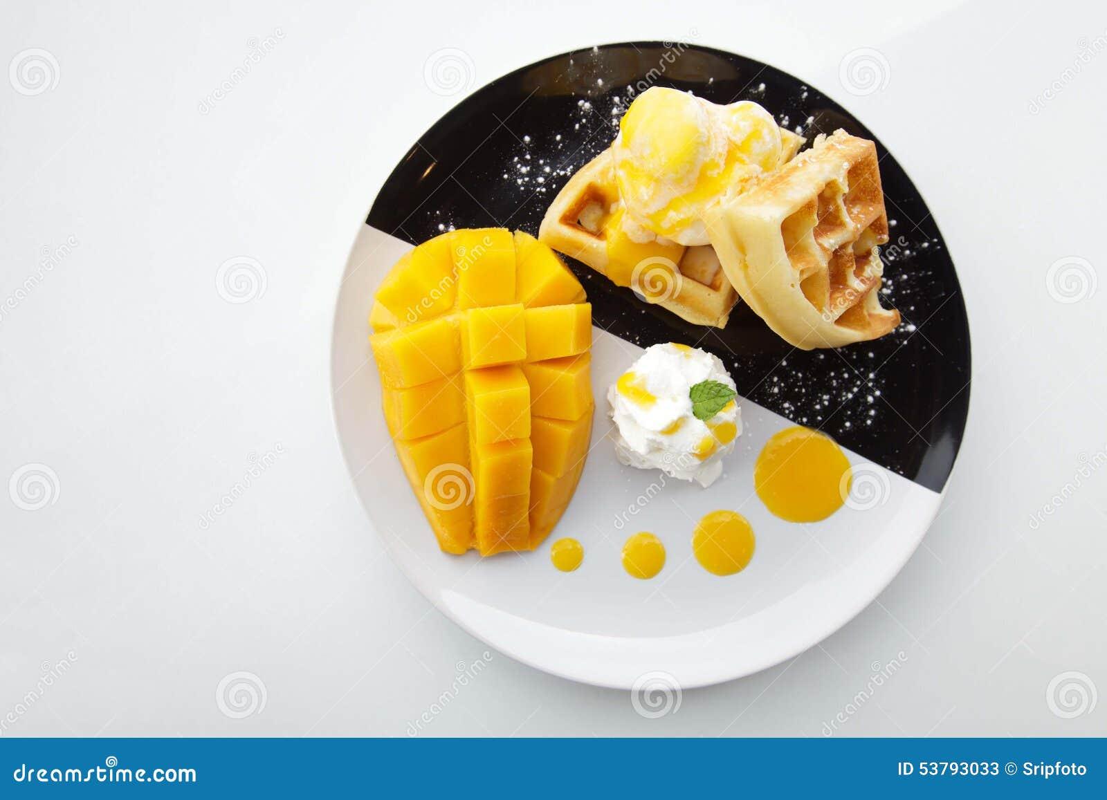 Gofry z lody i mango